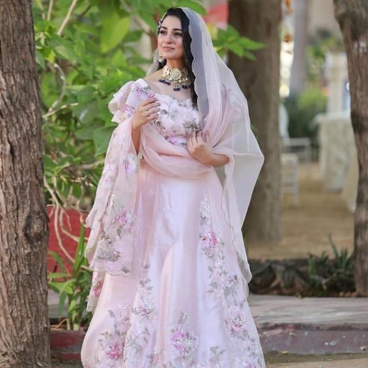 Sarah Khan's Beautiful Bridal Look For Upcoming Drama Laapata