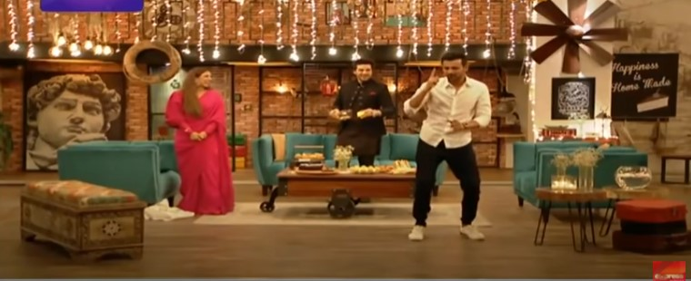 Shoaib Malik Showing Some Moves In Time Out With Ahsan Khan