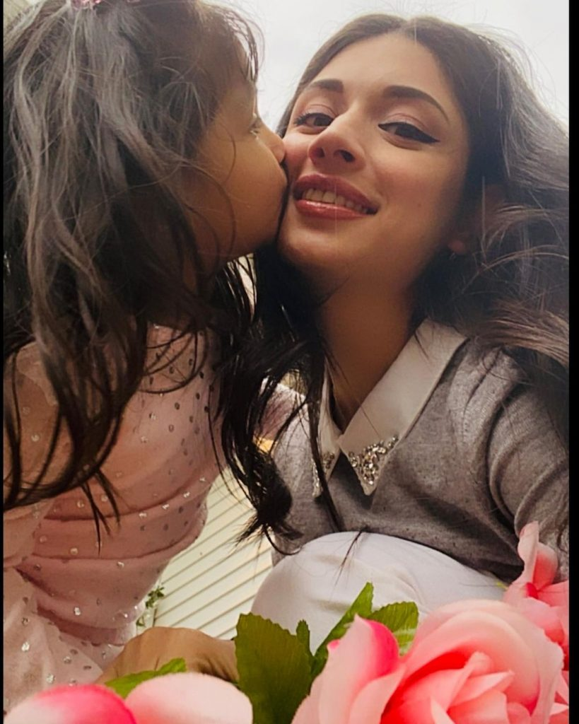 Sidra Batool With Her Daughters-Latest Adorable Pictures