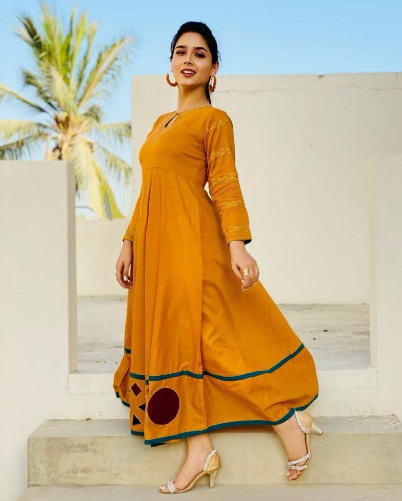 Latest Beautiful Clicks Of Actress Sumaiyya Bukhsh
