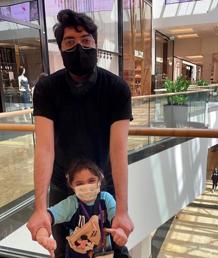 Taimur Junaid Jamshed Pictures With His Daughter