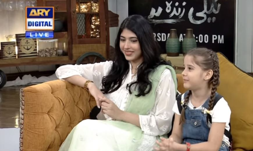 Urwa Hocane Scolds Child Star Tehreem Ali Hameed While Shooting