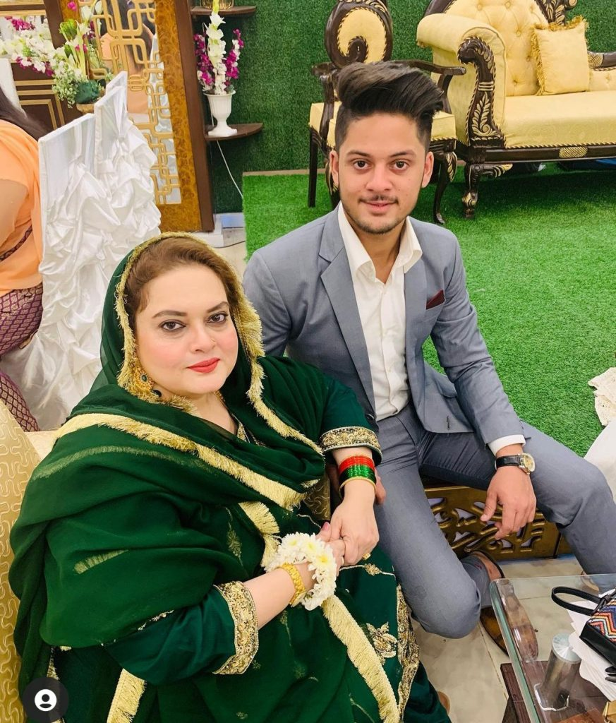 Aiman & Minal Mother Burst into Emotions While Remembering Her Husband