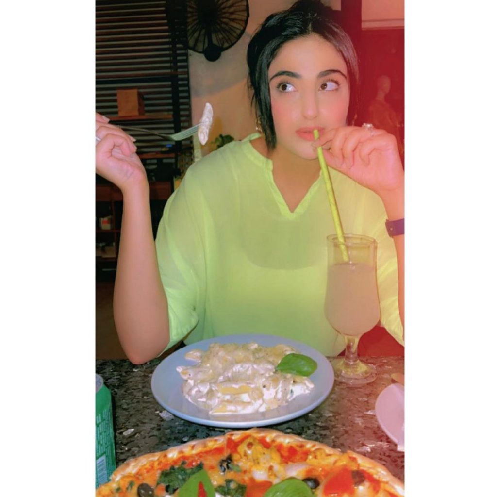 Fatima Sohail Beautiful Pictures With Friends & Family