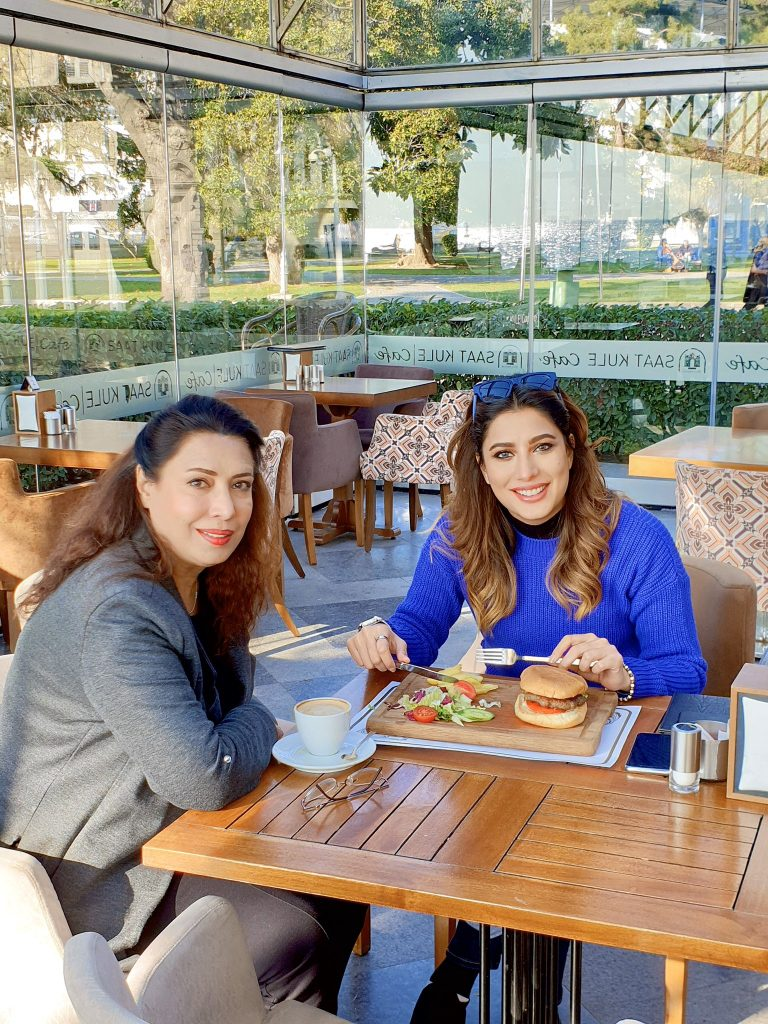 Unseen Adorable Pictures Of Mehwish Hayat With Her Mother