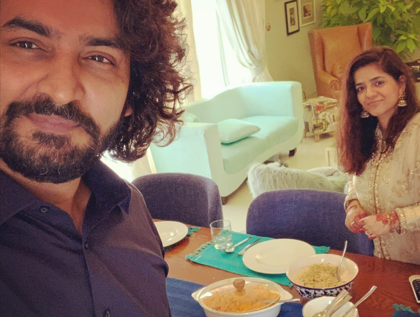 Qasim Ali Mureed Pictures With Wife