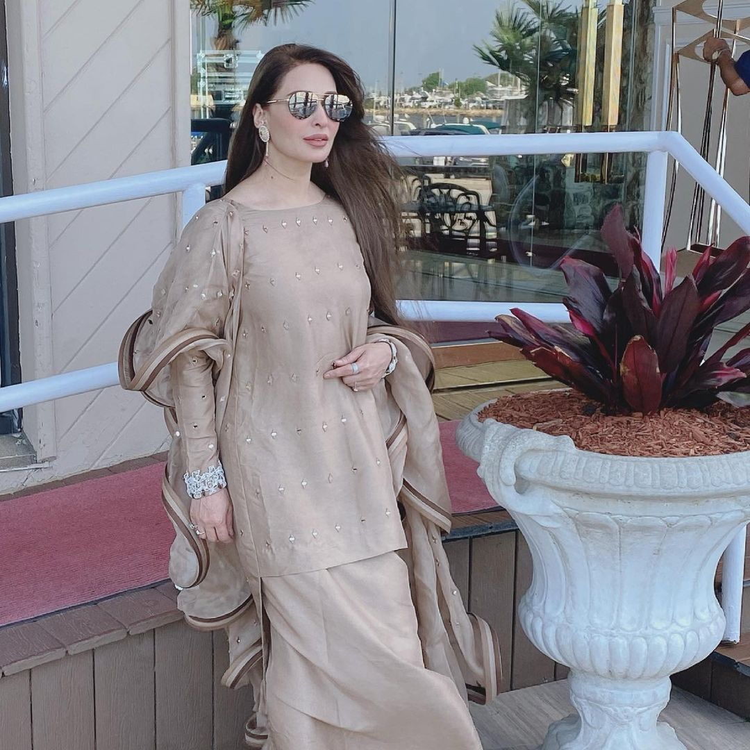 Beautiful Latest Pictures of Reema Khan with her Husband