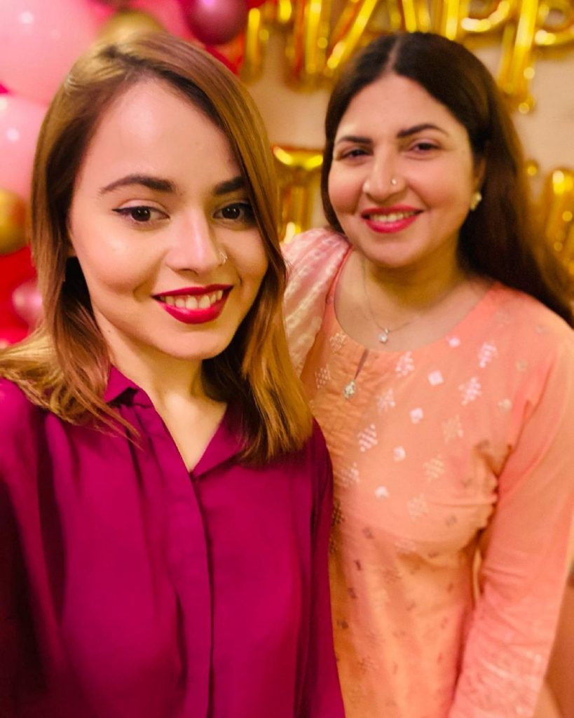 Shagufta Ejaz Adorable Pictures With Her Daughters