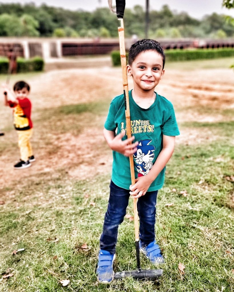 Shoaib Akhtar With His Adorable Sons - Pictures