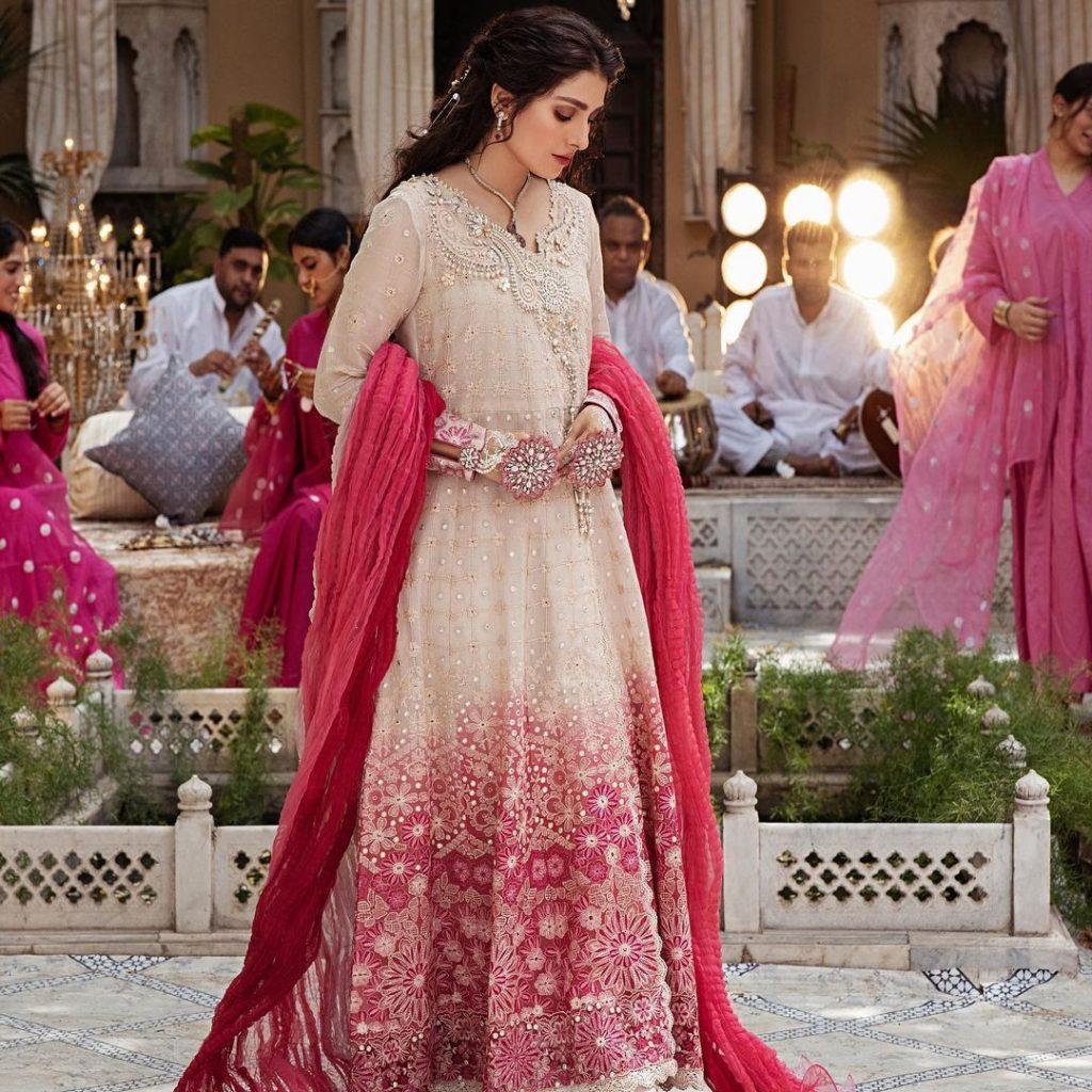 "Ayeza Khan Turns Heads In Dreamy Shoot For ""Dastaan"" By Mushq"