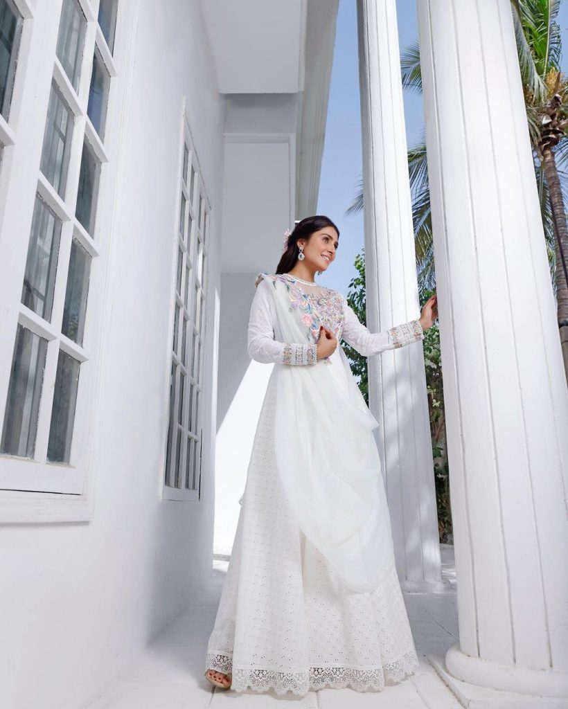 Ayeza Khan Looks All Glowy In A Gorgeous White Outfit