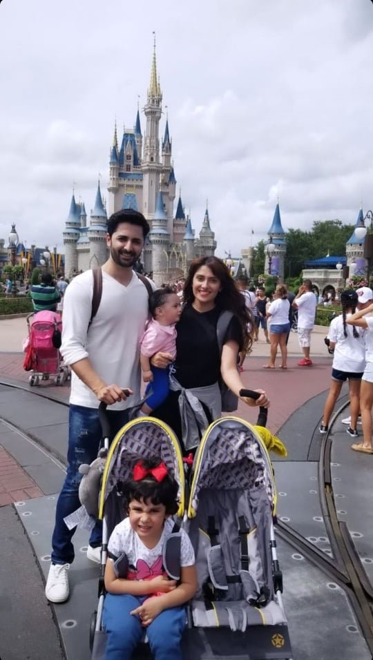 Ayeza Khan Shares Throwback Pictures From Family Trip To USA