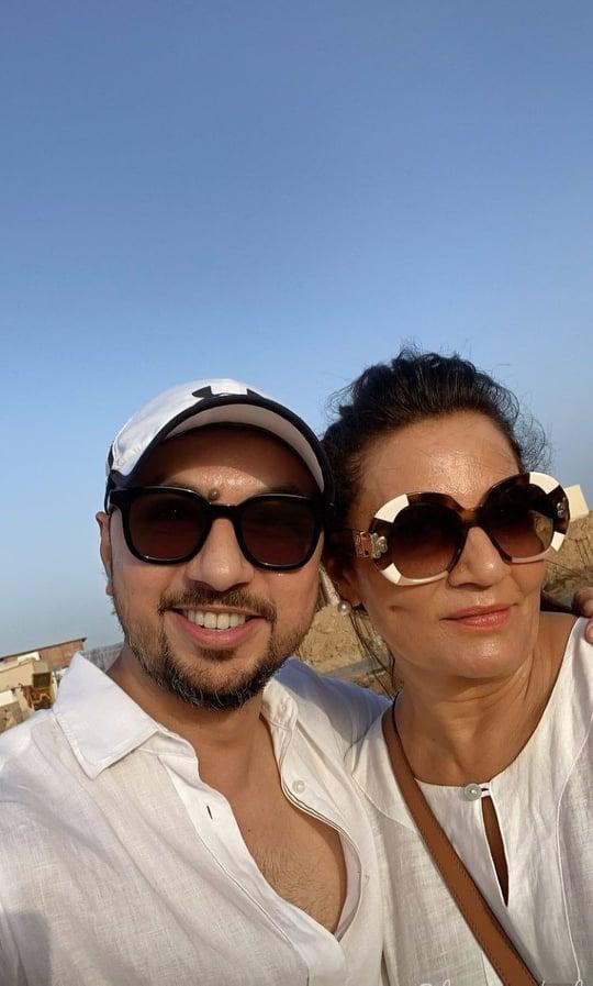 Ushna Shah And Juveria Abbasi Having Fun At The Beach