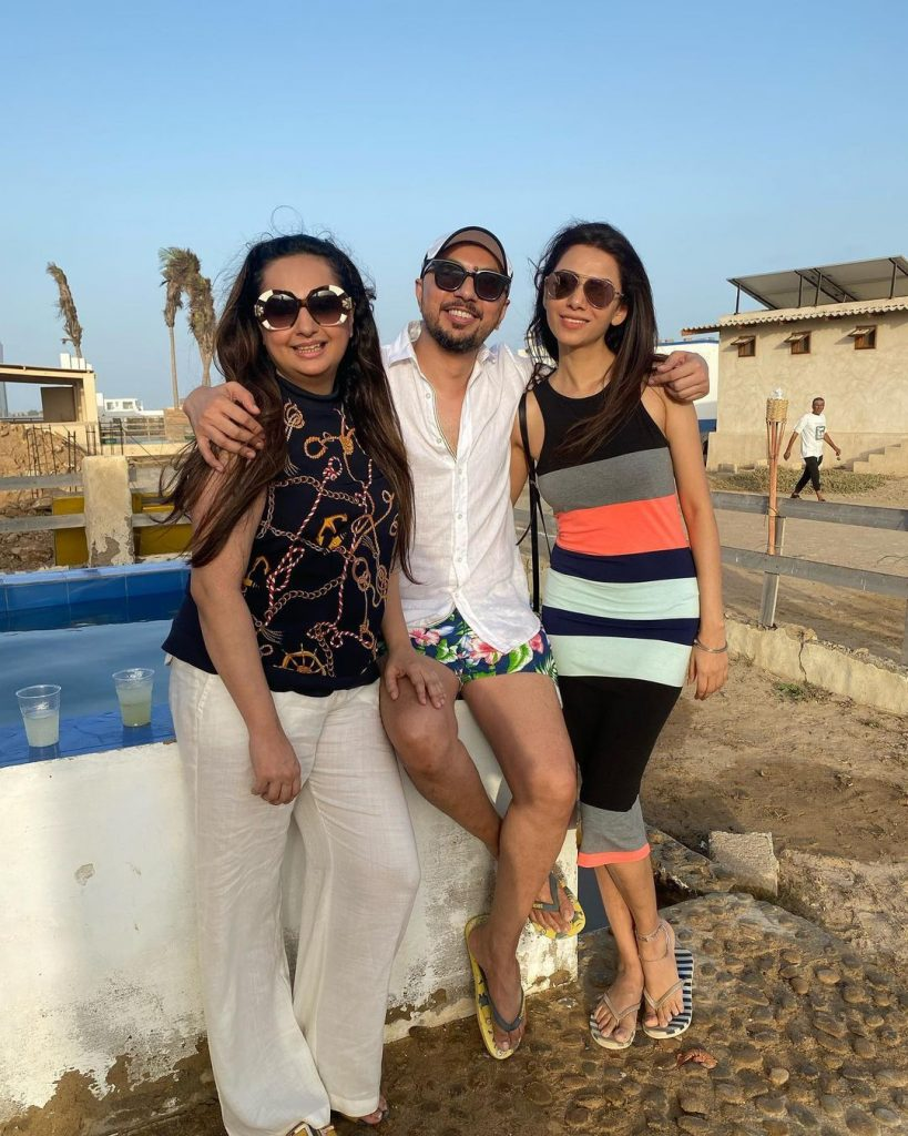 Sarwat Gillani Spends Day At Beach With Friends