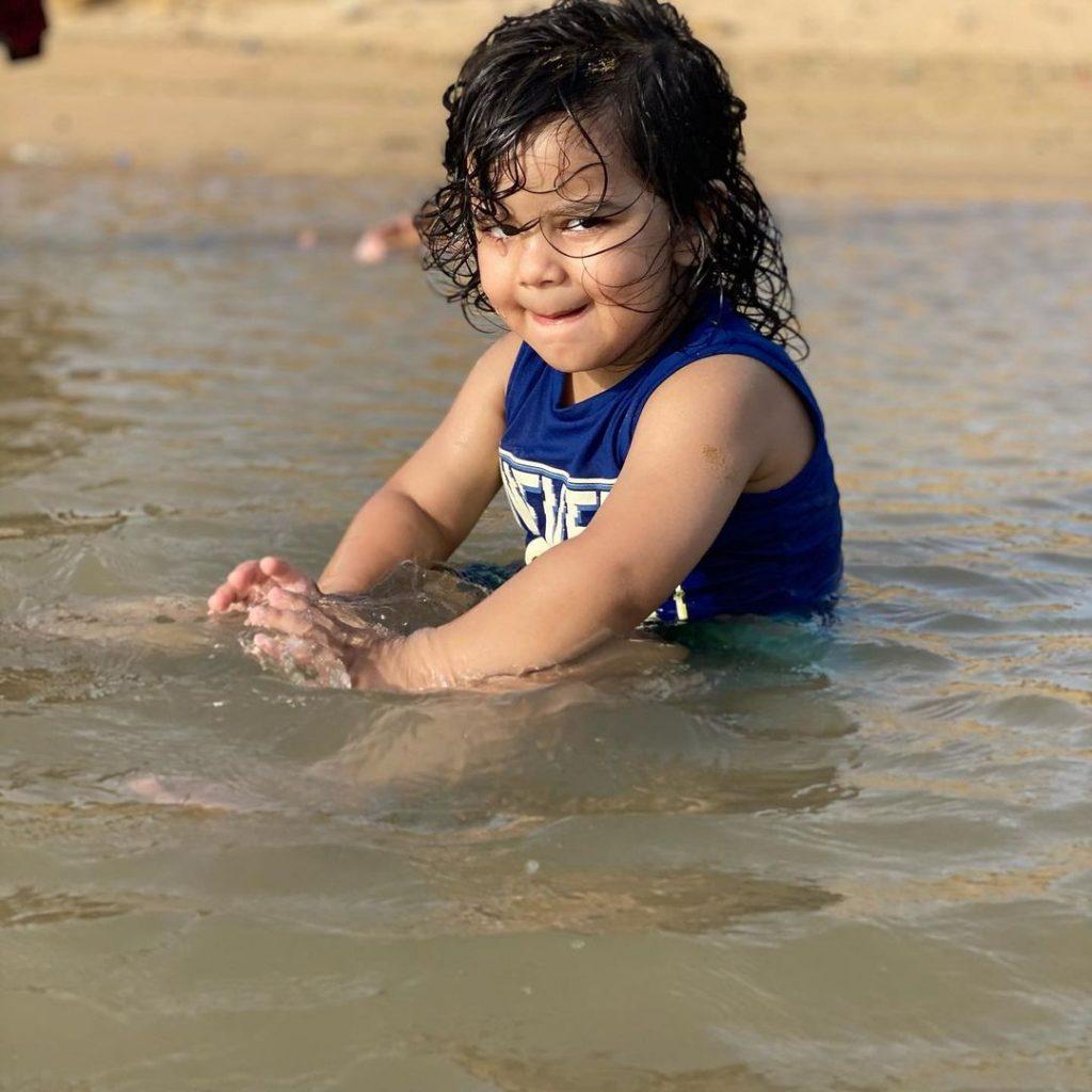 Hasan Rizvi Spends A Fun Sunday With Friends At Beach