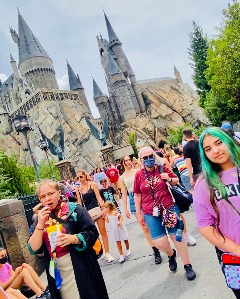 Javeria Saud And Family Enjoying Vacations At Universal Island
