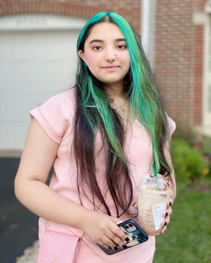 Javeria Saud's Daughter Under Severe Criticism After Dyeing Her Hair