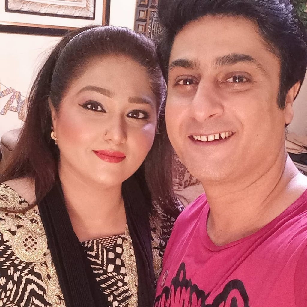 Kamran Jilani Celebrates Wedding Anniversary With Wife And Kids