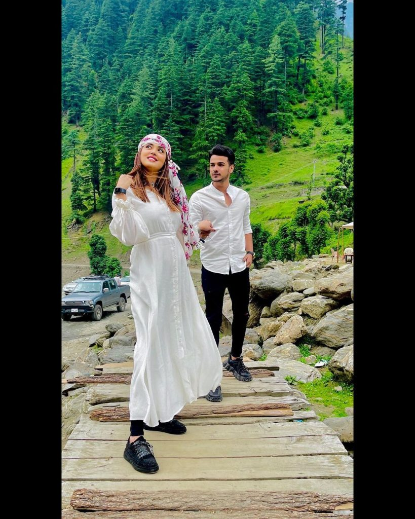 Kanwal Aftab Leaves Fans Gushing Over Her New Pictures With Husband