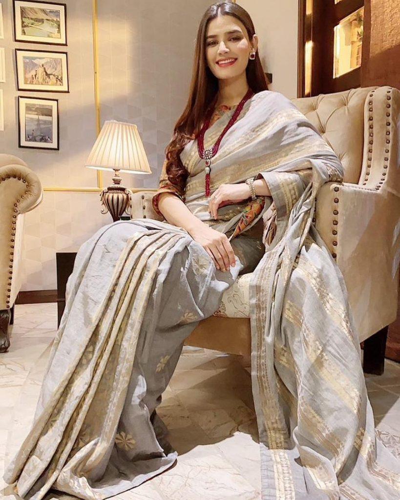 Kiran Haq Elegant Looks From Drama Fitoor - BTS Pictures