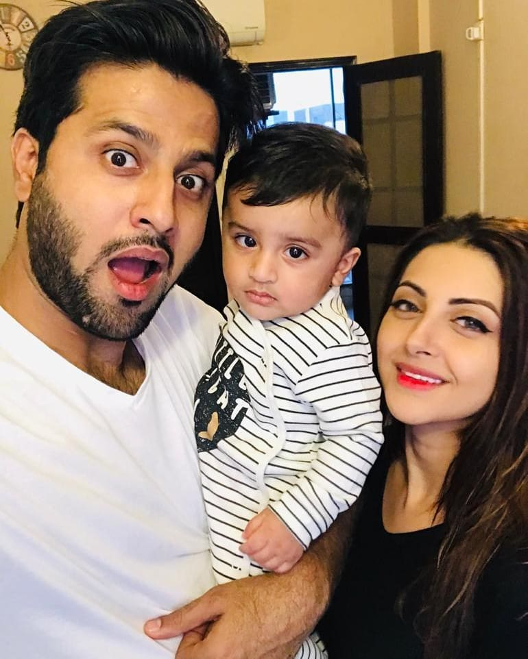 Beautiful Family Pictures Of Moomal Khalid And Usman Patel