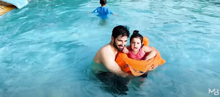 Muneeb Butt Having Fun Time With Family At The Pool