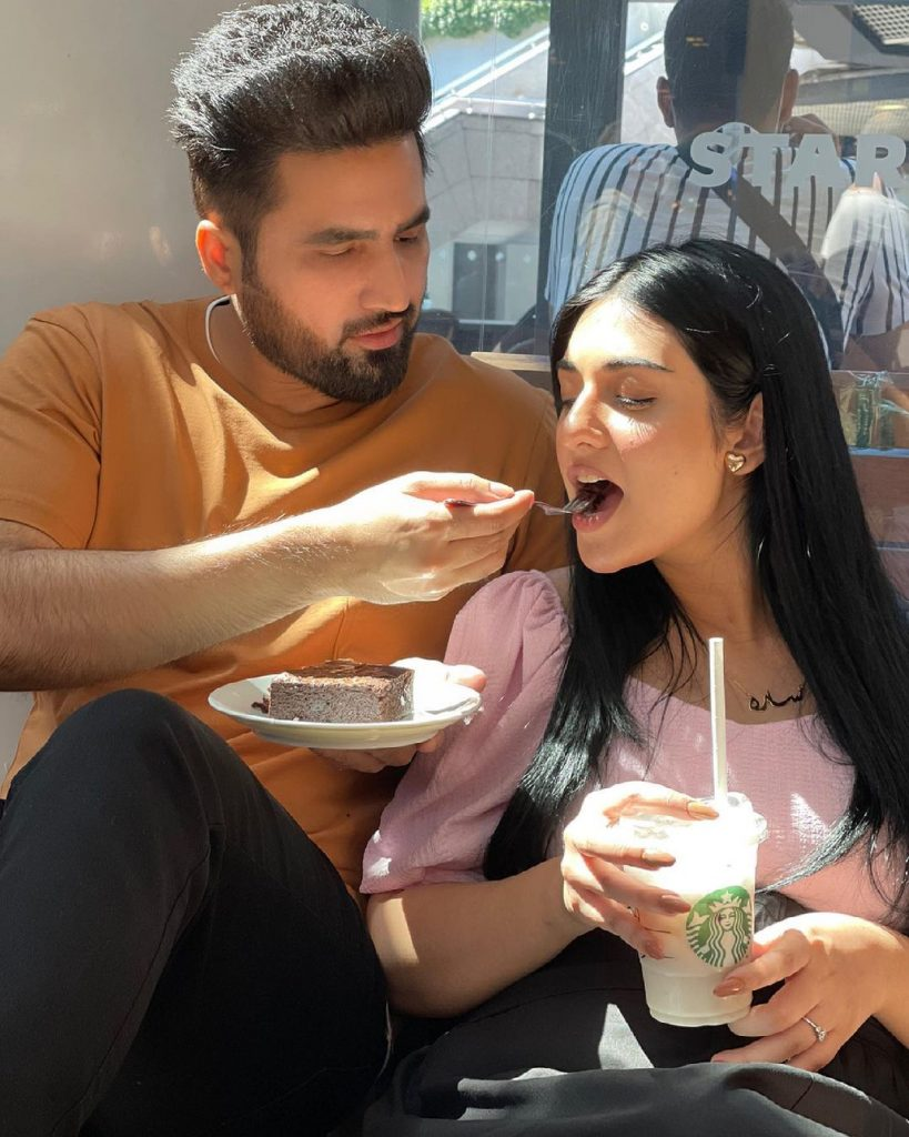 Sarah Khan Glows As She Flaunts Her Baby Bump In A Recent Post