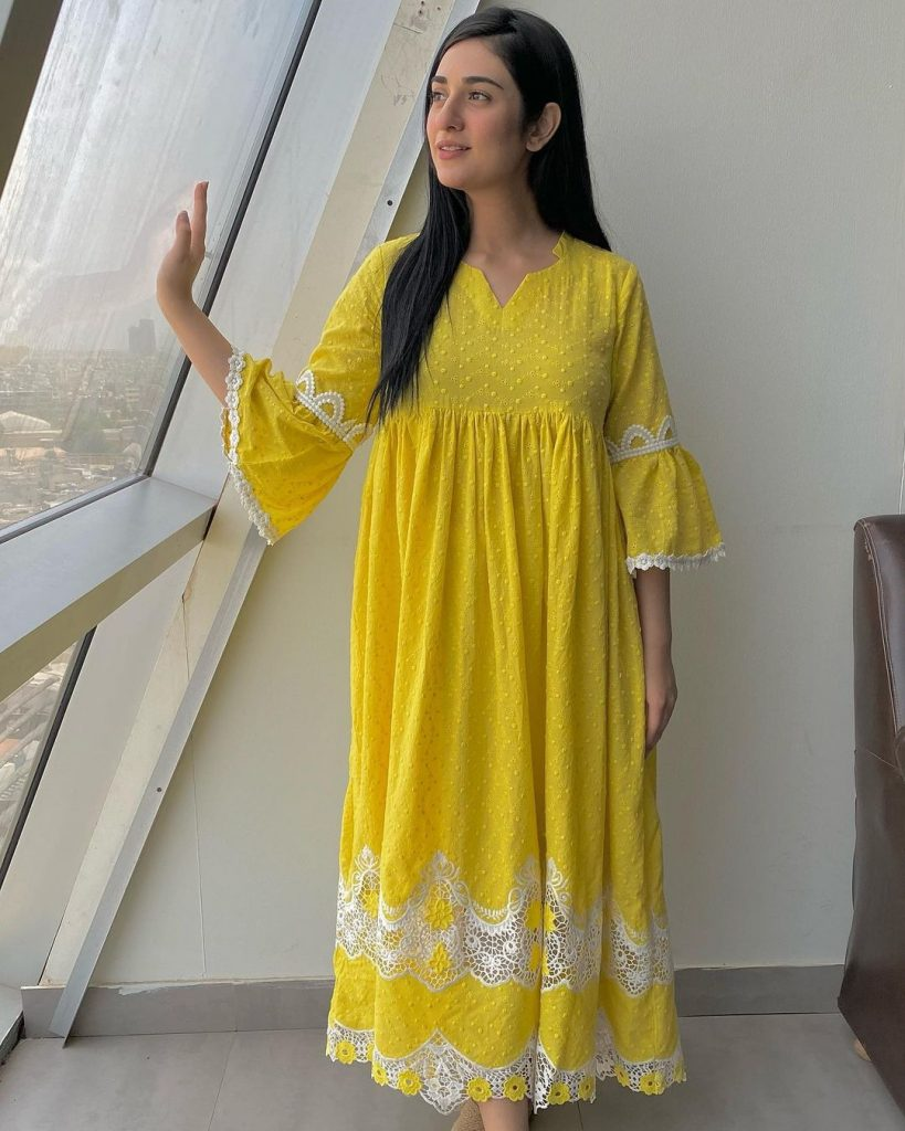 Mommy-To-Be Sarah Khan Glowing In Summer Outfits - Pictures