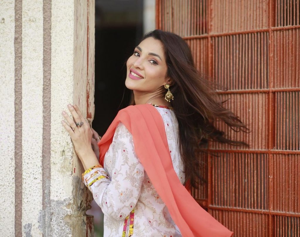 """Zhalay Sarhadi Sings The OST Of """"Yaar Na Bichray"""" In Her Melodious Voice"""