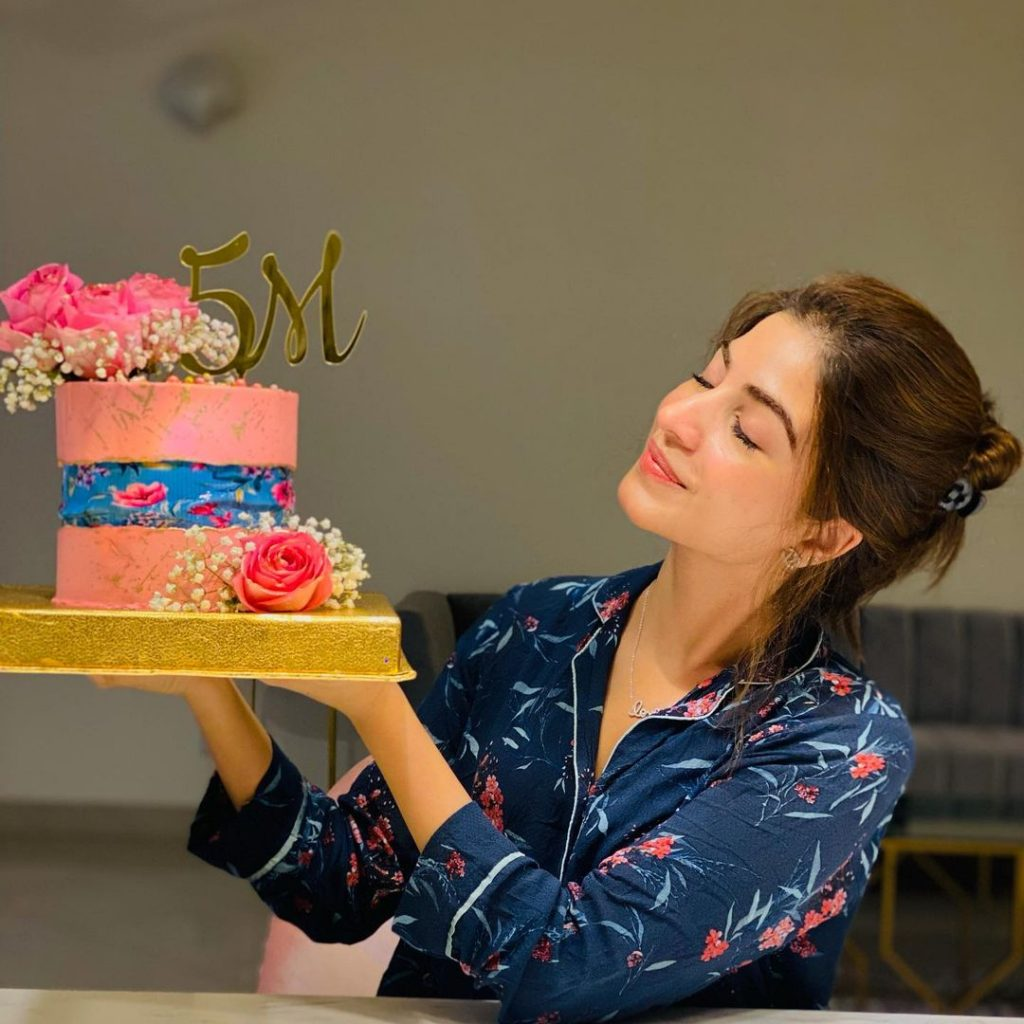 Kinza Hashmi Celebrates 5 Million Followers On Instagram