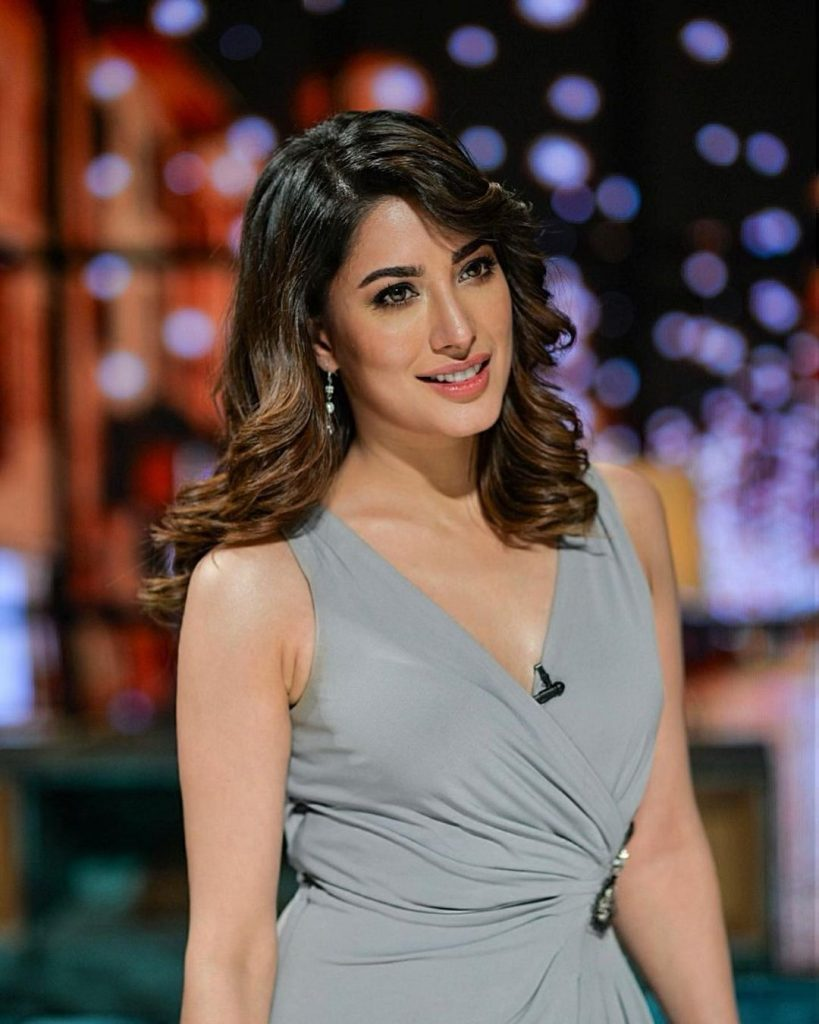 Beautiful Pictures Of Mehwish Hayat And Family From GMP Eid Show – Day 4