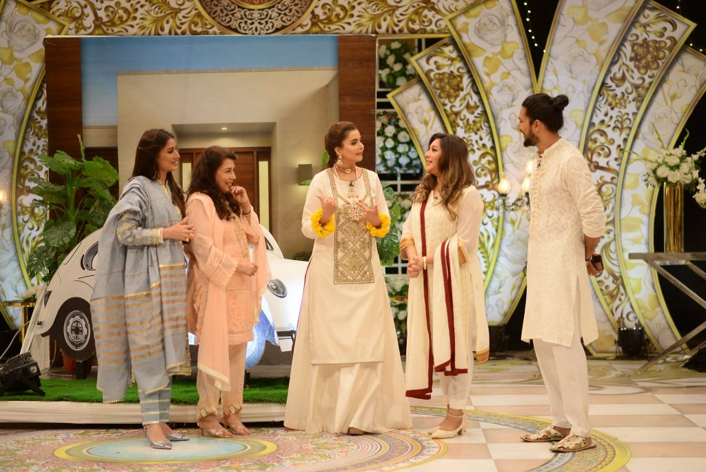 Beautiful Pictures Of Mehwish Hayat And Family From GMP Eid Show - Day 4