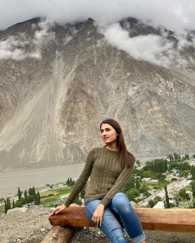 Natasha Hussain Pictures With Daughters From Hunza Valley