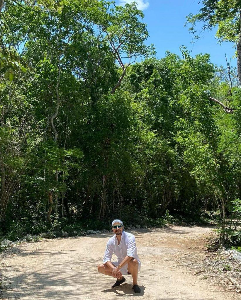Nomi Ansari Vacationing in Mexico - Pictures