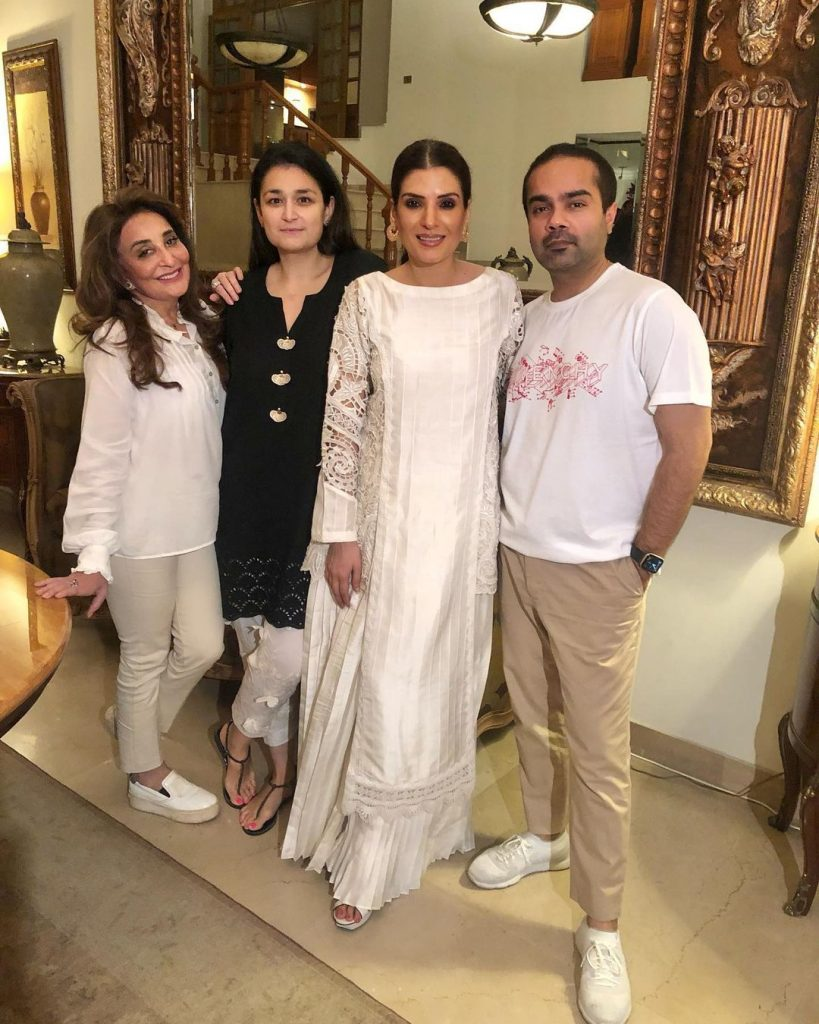 Resham Hosted Dinner For Friends - Pictures