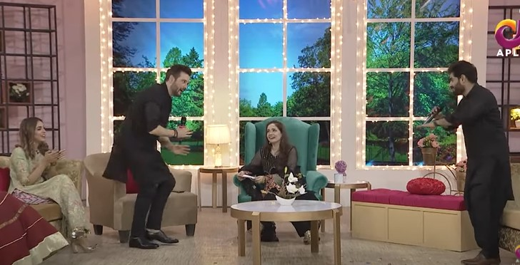 Abrar-ul-Haq And Mikaal Zulfiqar Showing Their Singing Prowess Together