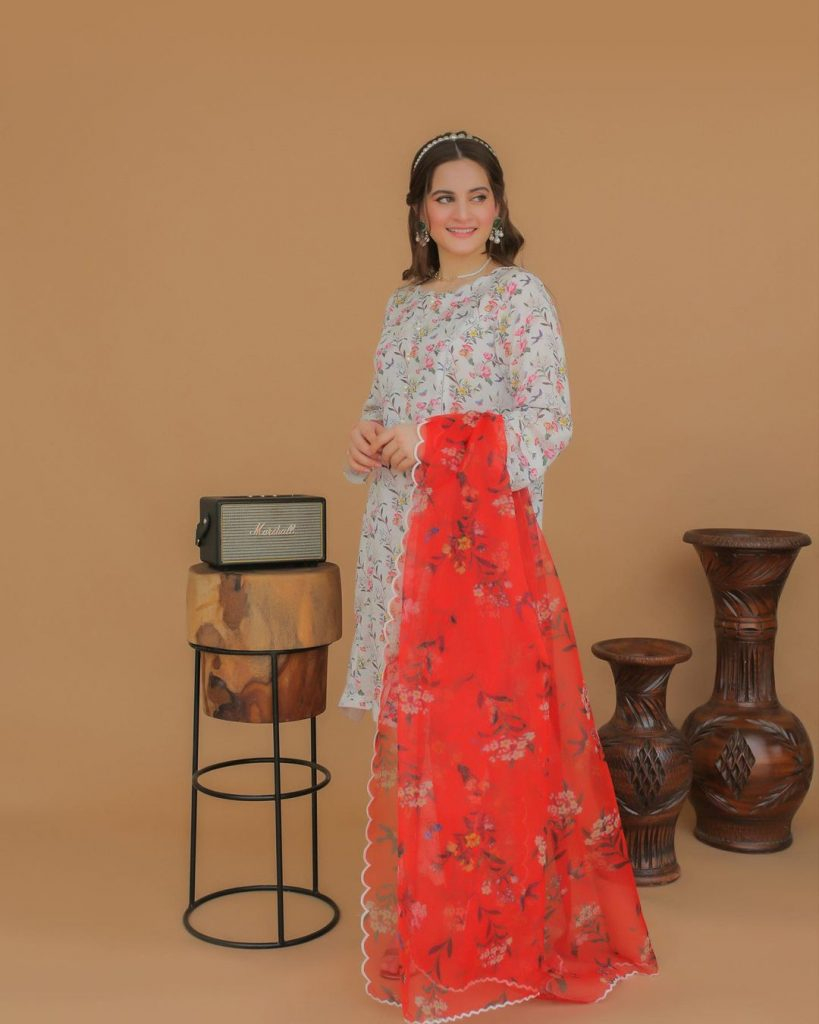 Aiman Khan And Minal Khan Pose For Their Own Clothing Brand