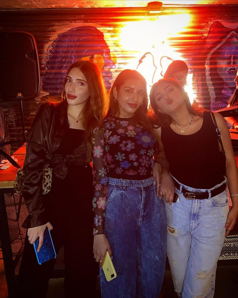 Anumta Qureshi Having Fun Time With Her Friends