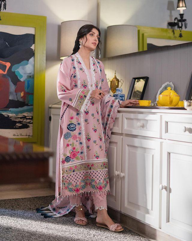 Ayeza Khan Looks Enchanting In Shoot For Ammara Khan Atelier