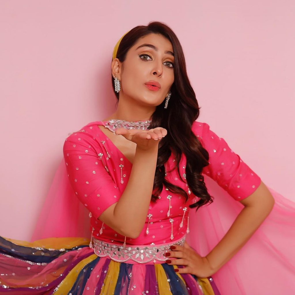 Ayeza Khan Recreates Celebrities' Famous Looks For Laapata