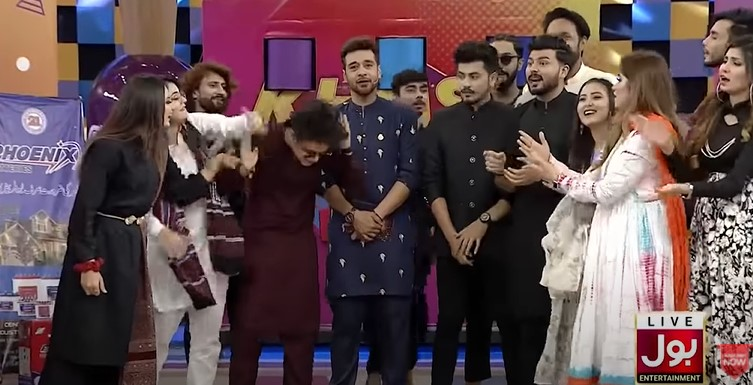 Faysal Qureshi Got Extremely Angry on Tik Tokers in a Live Show