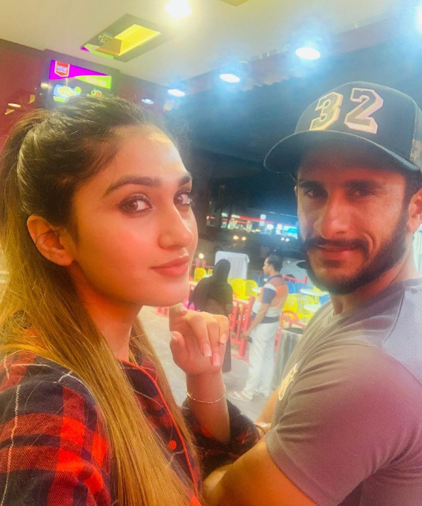 Cricketer Hassan Ali With His Wife And Daughter - Beautiful Pictures