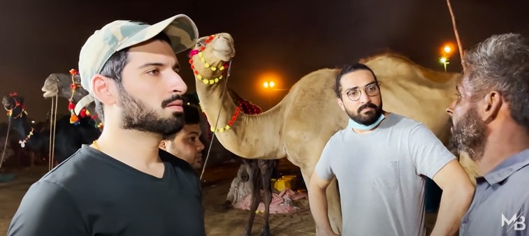 Muneeb Butt Visiting Mandi To Buy Camel