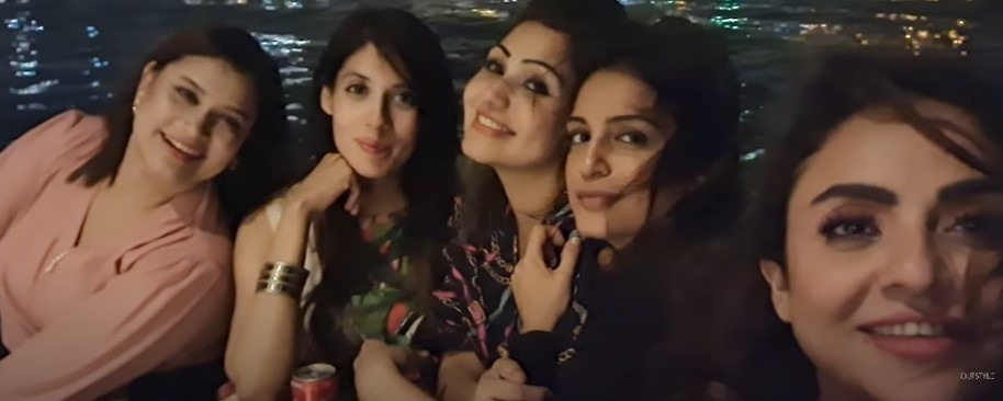 Nadia Khan Having Fun With Friends At Yacht Party