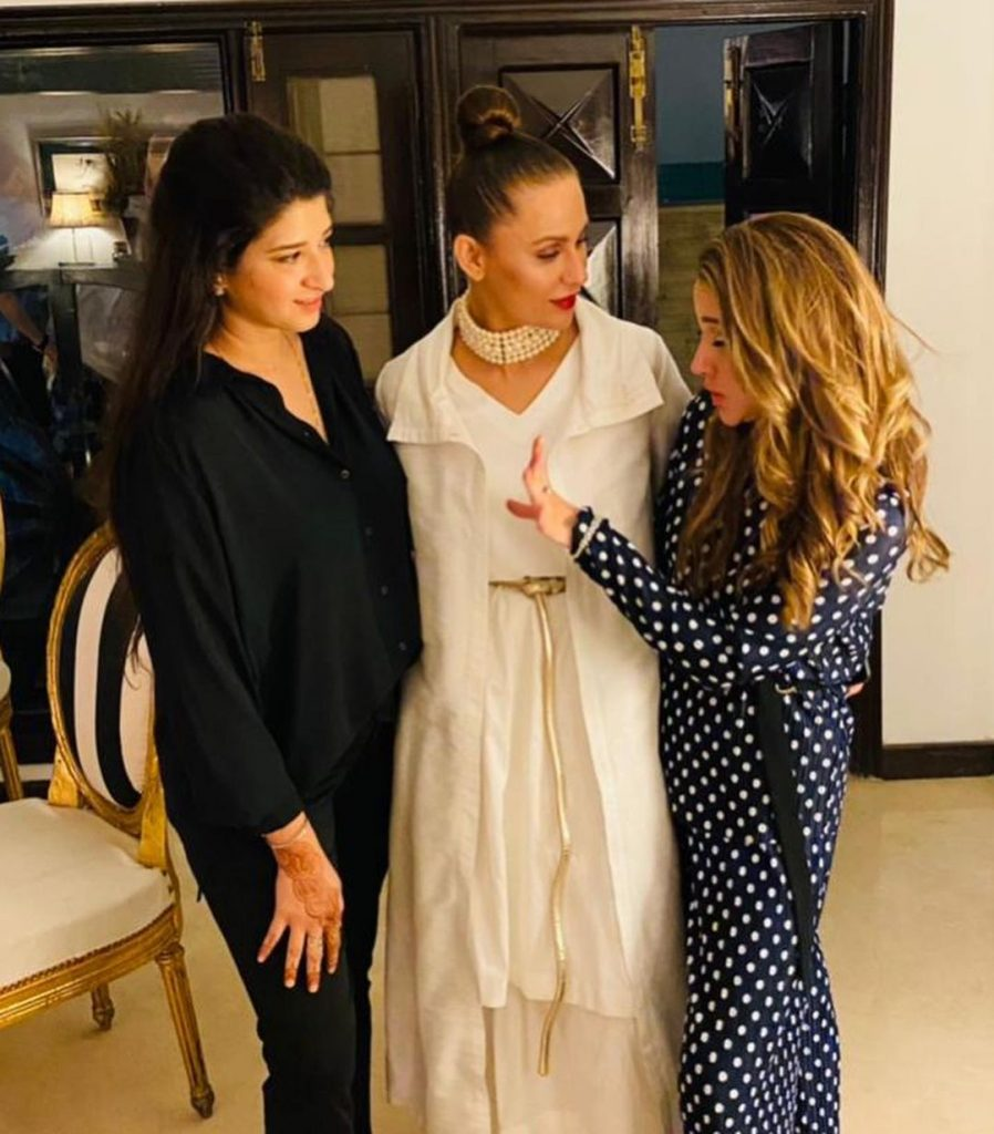 Nausheen Shah's Clicks From Last Night Dinner With Her Friends