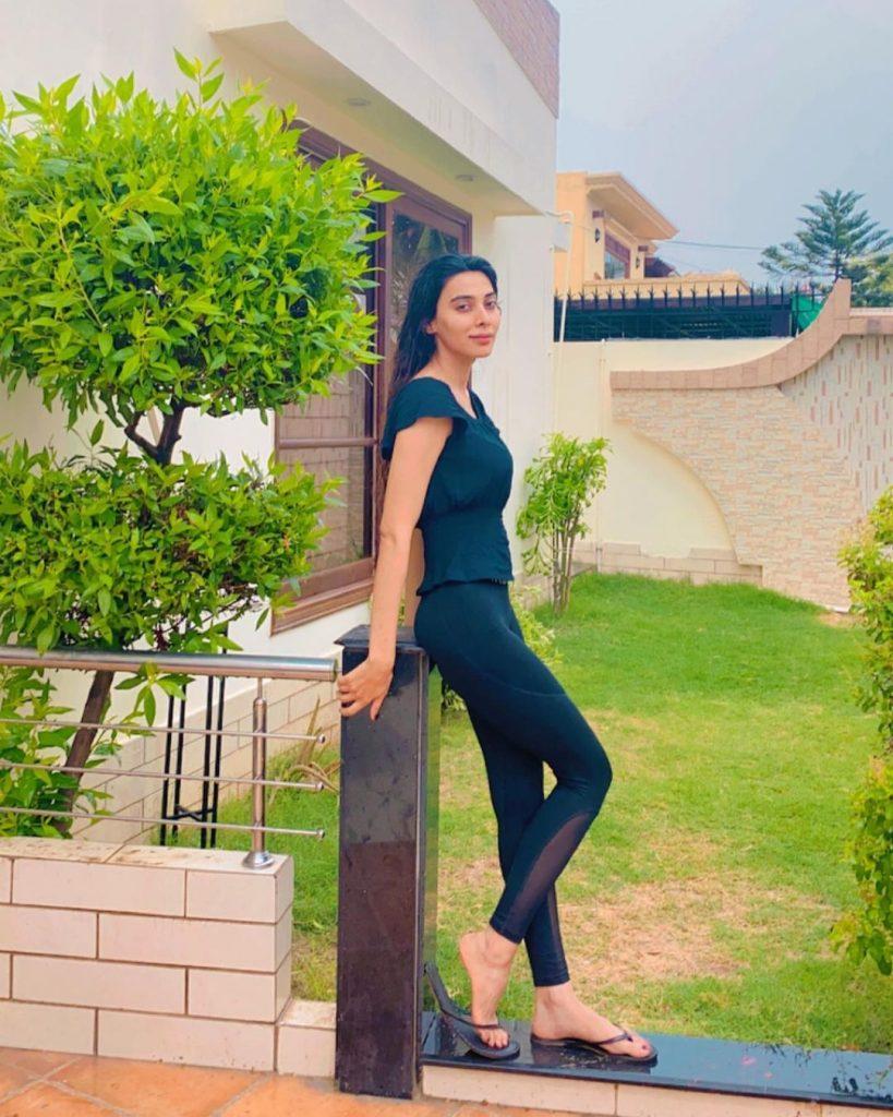 Pakistani Celebrities Enjoying The First Spell of Monsoon