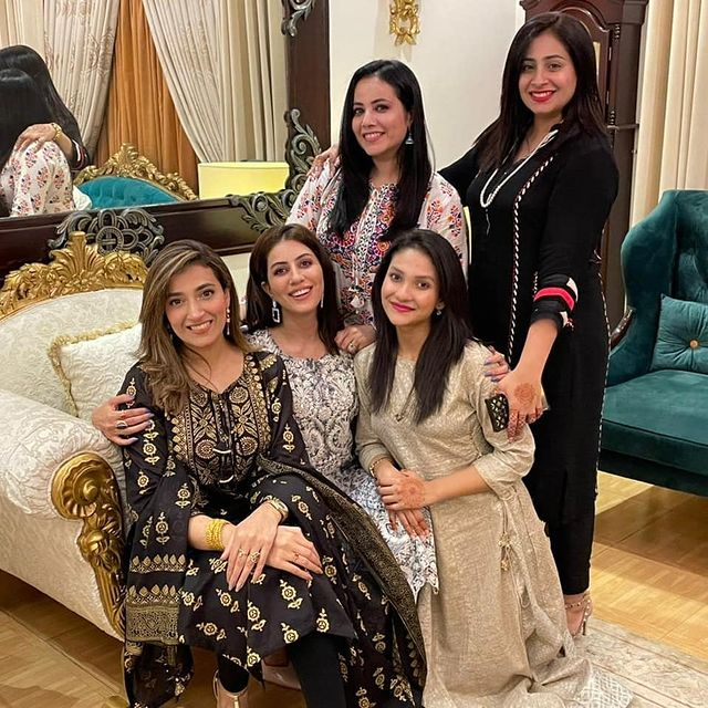 Saba Faisal With Her Family On Eid-Ul-Adha-Beautiful Pictures