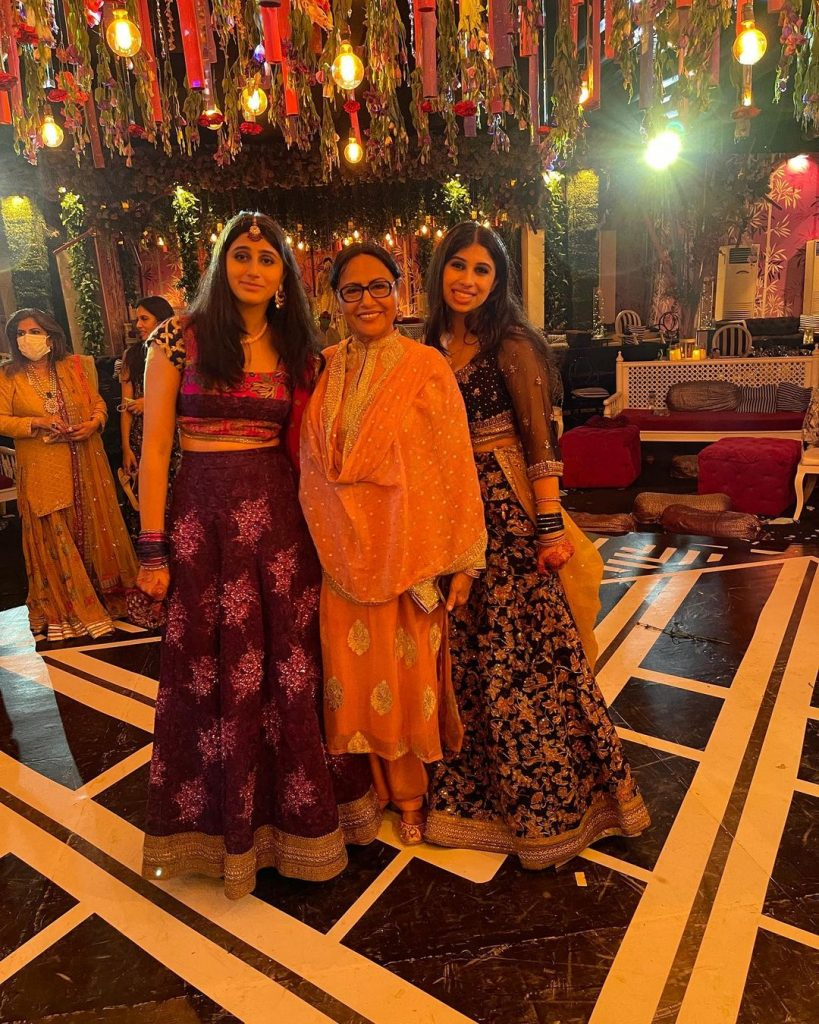 Sultana Siddiqui's Beautiful Family Portraits From Family Wedding