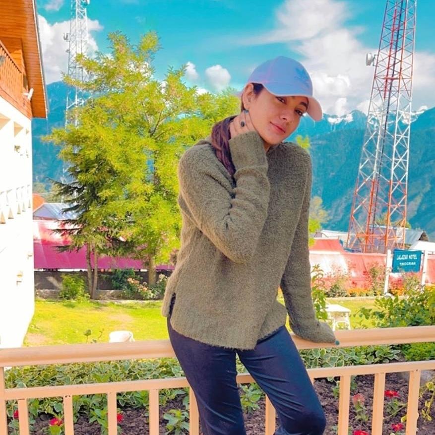 Beautiful Pictures Of Actress Suzain Fatima Enjoying The Beauty Of Pakistan