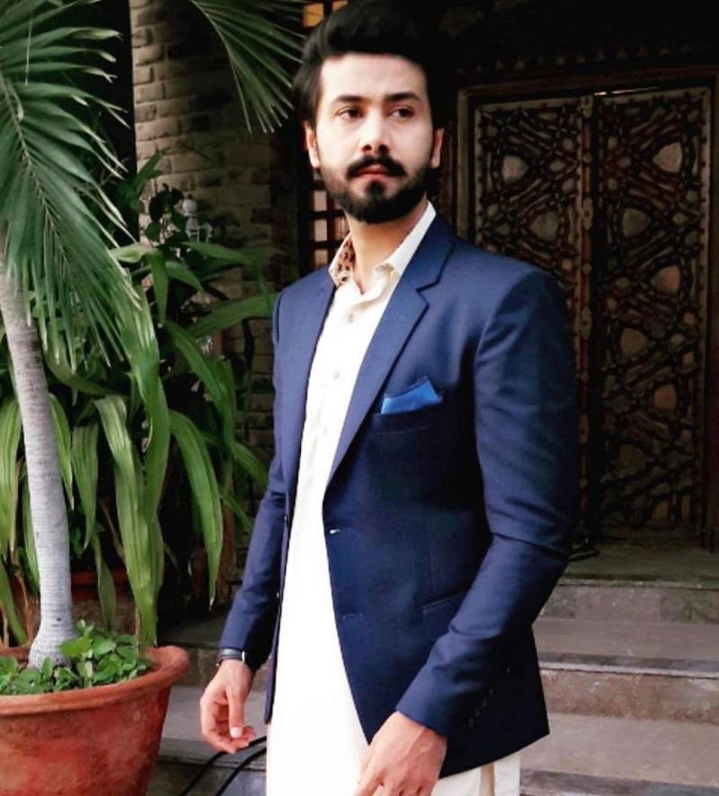 First Jobs of Pakistani Actors Before Entering Showbiz Industry